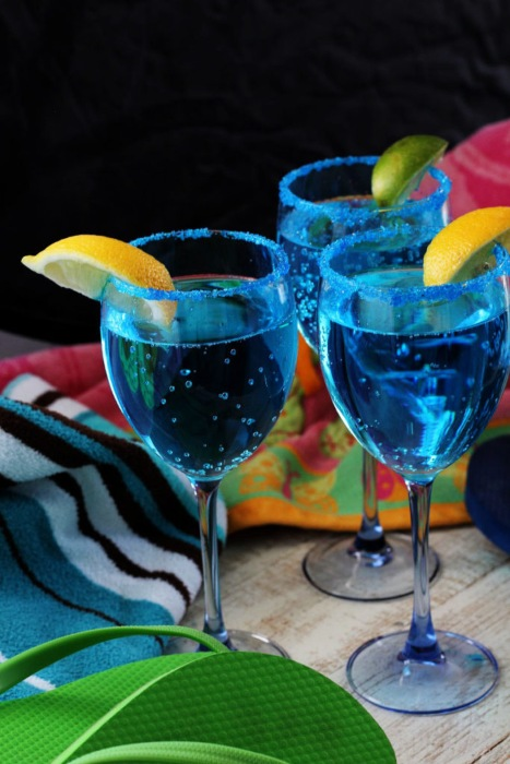 these sparkling blue drinks with lemon wedges are fancy mermaid drinks!