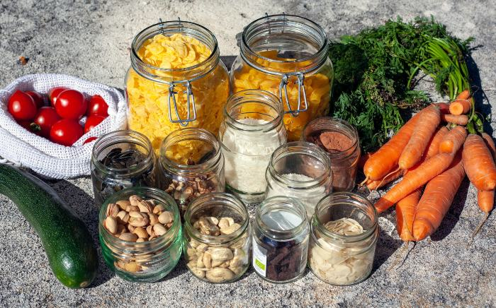 bulk food in glass containers and reusable bags